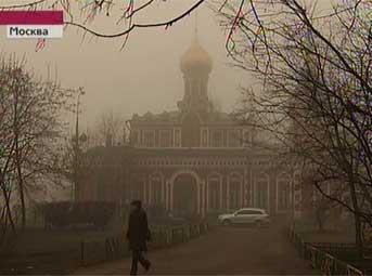 Сильный туман осложнил движение в Москве и Подмосковье