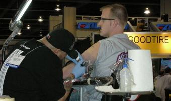 Dunlop дарит комплект новых шин за татуировку со своим логотипом