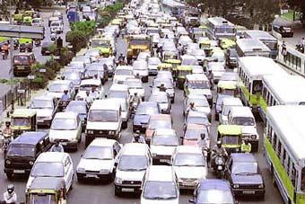 В столице Индии запретили курить за рулем
