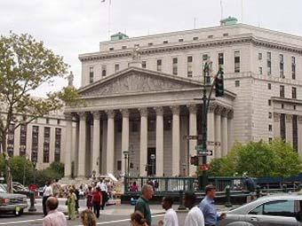 На ступенях Верховного суда Нью-Йорка машина сбила человека