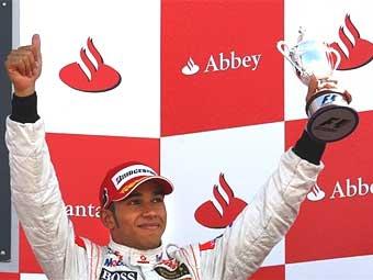 McLaren увеличил зарплату Льюису Гамильтону
