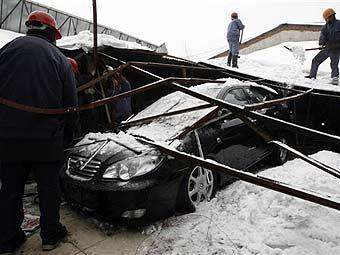 Снегопад остановил автомобильное производство в Китае