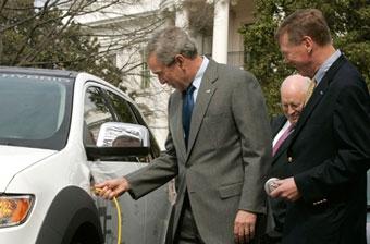 Глава Ford извинился за неудачный анекдот про Буша