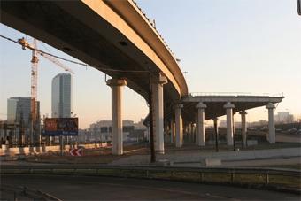 В столице над железной дорогой построят автомагистрали
