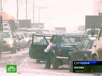 ГИБДД: пробки из-за снегопада в Москве продлятся до поздней ночи