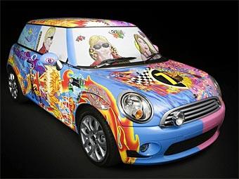 Известный британский художник разукрасил Mini