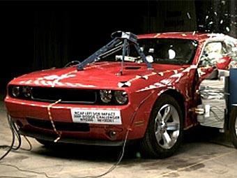 Американцы испытали на безопасность купе Dodge Challenger