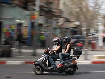 Владельцев мопедов обяжут получить водительские права
