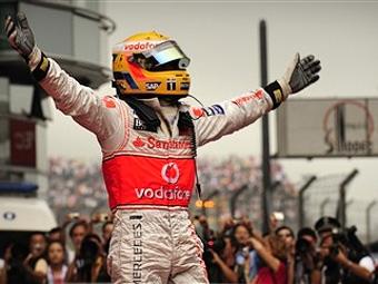 Льюис Гамильтон выиграл Гран-при Китая
