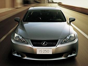 В интернете появились первые фотографии обновленного Lexus IS