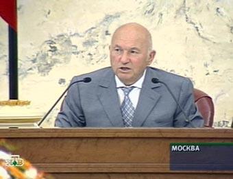 Лужков предложил всем автосервисам и постам ГИБДД измерять токсичность выхлопа машин