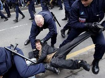 Рабочие автозаводов атаковали Парижский автосалон