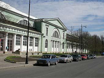 Под Петербургом столкнулись лимузин, автобус и КамАЗ