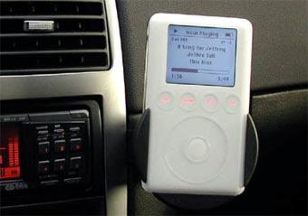 В Канаде хотят ввести запрет на использование iPod в машине