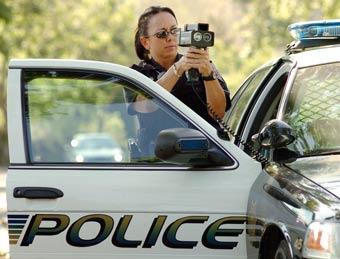 Превысивший скорость полицейский пытался арестовать свидетелей