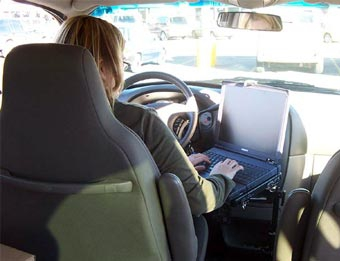 Водитель разбился из-за использования ноутбука за рулем