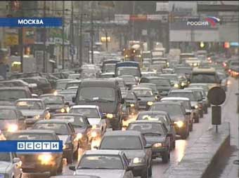 Московских водителей попросят стать пешеходами