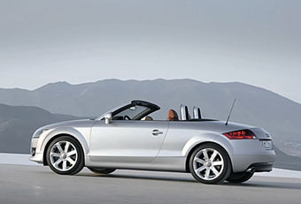 Audi официально представила родстер на базе Audi TT