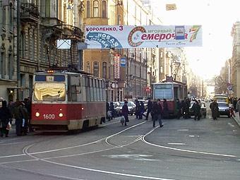 В Петербурге запретили рекламу на общественном транспорте