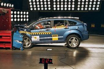 Dodge Caliber получил четыре звезды на краш-тесте из-за непонятной этикетки