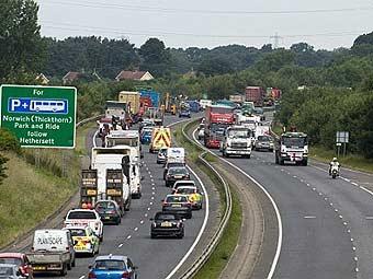 В Лондоне водители грузовиков протестуют против повышения цен на топливо