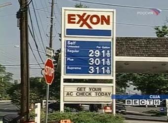 Американцы стали экономить дорогой бензин