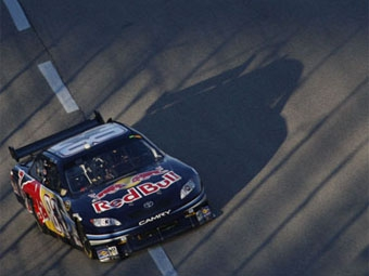 """Бывший гонщик """"Формулы-1"""" продлил контракт с командой NASCAR"""