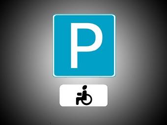 В Москве появилось более ста парковок для инвалидов