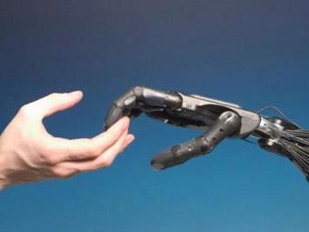 Оператор бензоколонки изобрел робота для заправки автомобилей