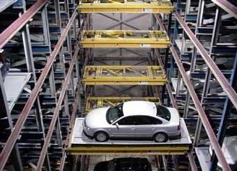 Гигантский робот-парковщик потребовал выкуп за автомобили