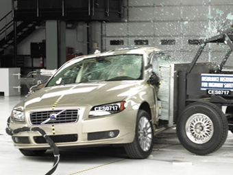 Kia, Acura и Volvo получили высшую оценку в боковом краш-тесте