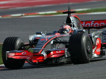 Пилоты McLaren стали быстрейшими в Барселоне