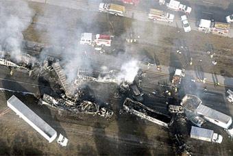 На трассе в Калифорнии столкнулись 50 автомобилей