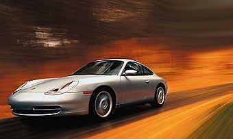 Водитель Porsche в три раза превысил скорость за чтением газеты