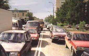 Лужков хочет пересадить москвичей на двухместные автомобили
