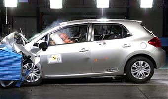 Skoda Roomster и Toyota Auris получили высшие оценки в краш-тестах EuroNCAP