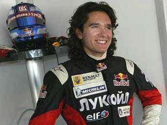 Российский гонщик выиграл первую гонку сезона Мировой серии Renault