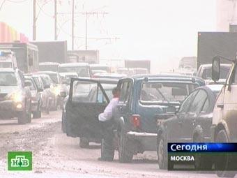 Из-за снегопада в Подмосковье разбились несколько десятков машин