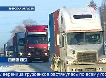 Движение на трассе Москва - Санкт-Петербург приходит в норму