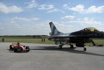 Spyker F1 проиграл гонку с боевым истребителем