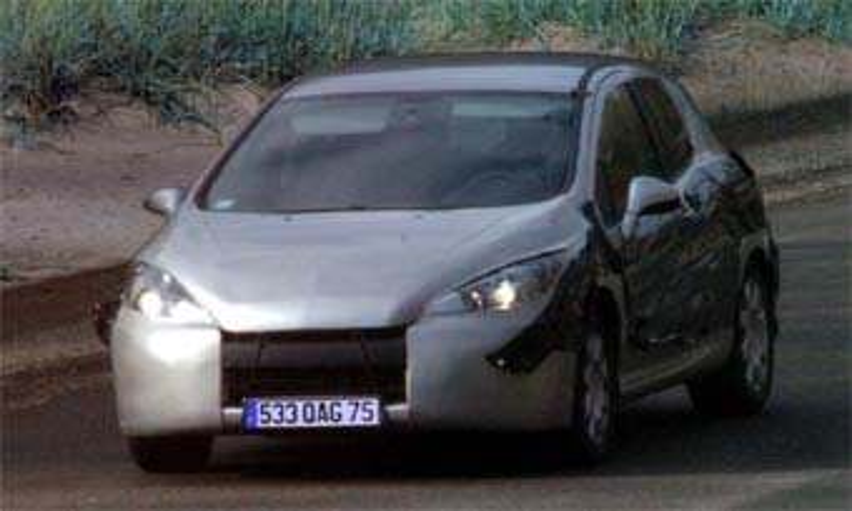 Peugeot 308 получит кузов седан