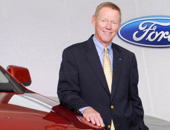 Глава Ford продал три машины за 40 минут работы в автосалоне