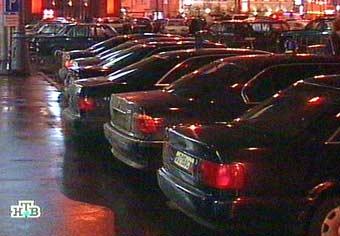 Сенаторы лишили себя автомобильных спецномеров только со второй попытки