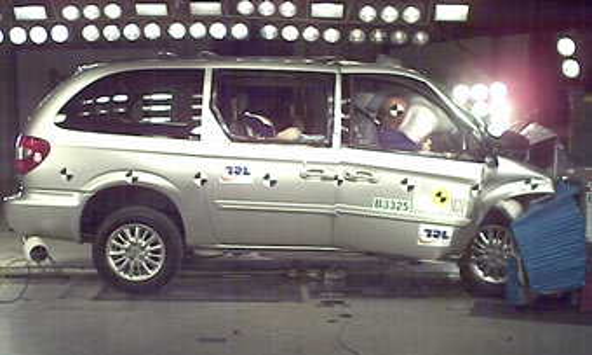 Chrysler Voyager вторично провалил краш-тест EuroNCAP