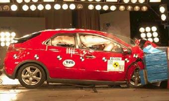 Появились результаты краш-тестов Honda Civic и Lexus IS