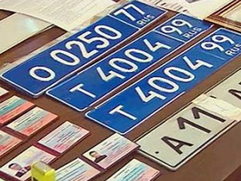 С милицейского Toyota Land Cruiser похитили синие номера