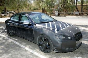 """В интернете появились шпионские фотографии """"заряженного"""" Jaguar XF"""