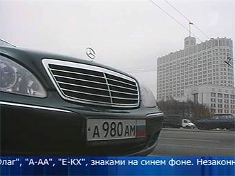 """На машинах депутатов """"триколоры"""" сменили на номера особой серии"""