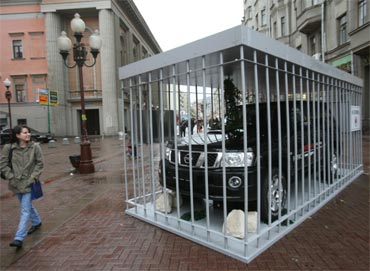 Nissan загнал внедорожники в клетки