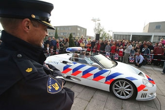 Голландский пенсионер 67 лет ездил на машине без прав